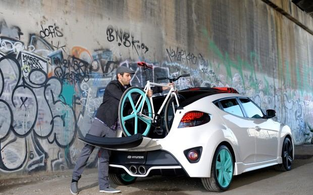 Hyundai-Veloster-C3-Roll-Top-Concept-right-rear-with-fixie-static-1
