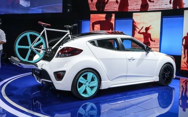 Hyundai-Veloster-C3-Roll-Top-concept-rear-three-quarter-2