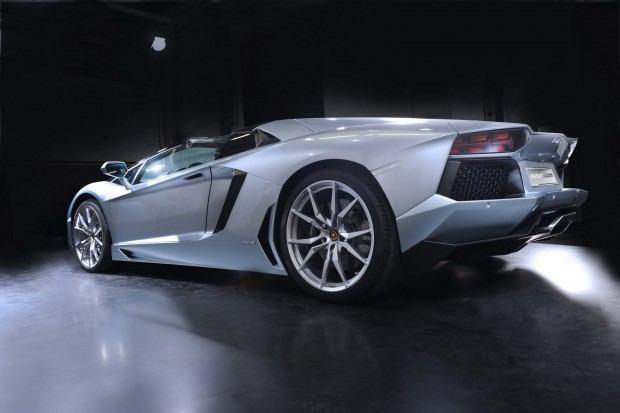 Lamborghini-Aventador-LP-700-4-Roadster-04[2]