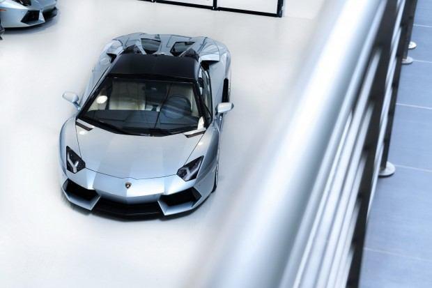 Lamborghini-Aventador-LP-700-4-Roadster-08[2]