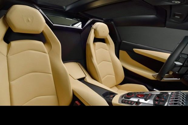 Lamborghini-Aventador-LP-700-4-Roadster-29[3]
