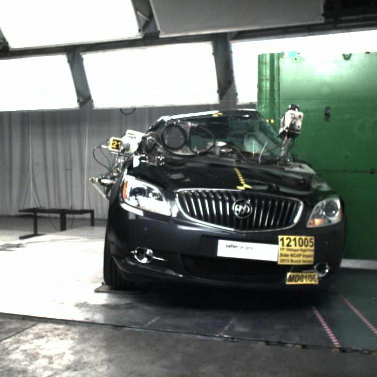 2013-buick-verano-crash-test04