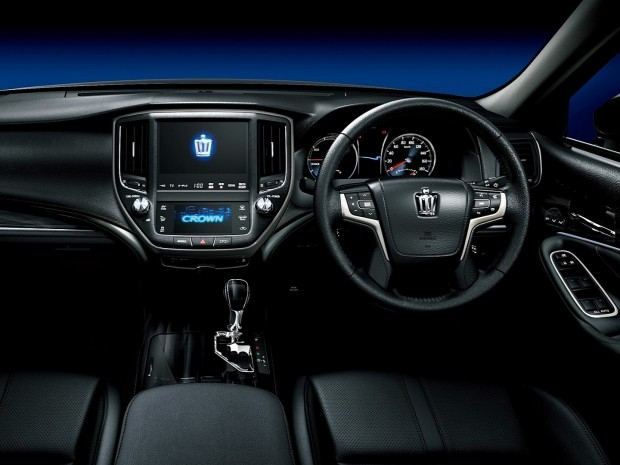 2013-toyota-crown-royal-and-athlete-revealed-photo-gallery-1080p-4