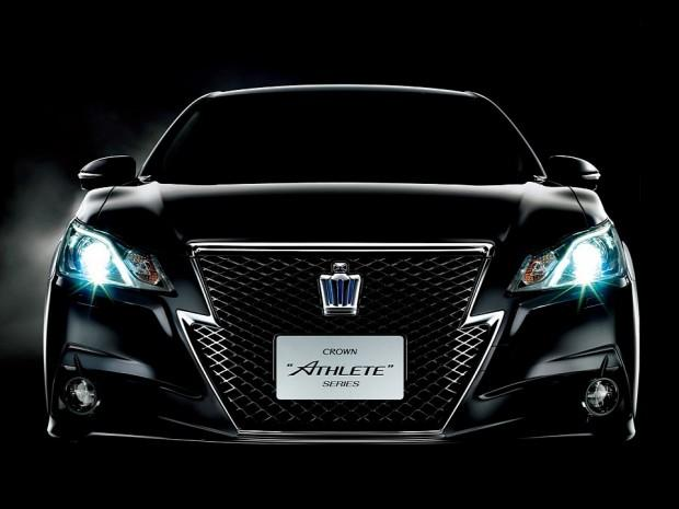 2013-toyota-crown-royal-and-athlete-revealed-photo-gallery-720p-8