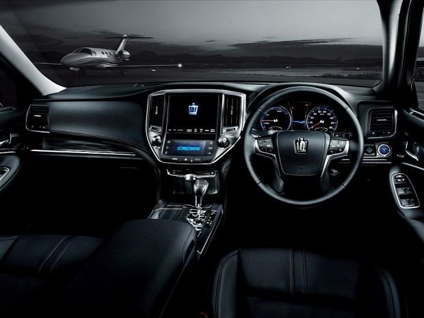 2013-toyota-crown-royal-and-athlete-revealed-photo-gallery-720p-9