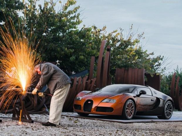 Bugatti-Veyron_Grand_Sport_Bernar_Venet_2012_800x600_wallpaper_02
