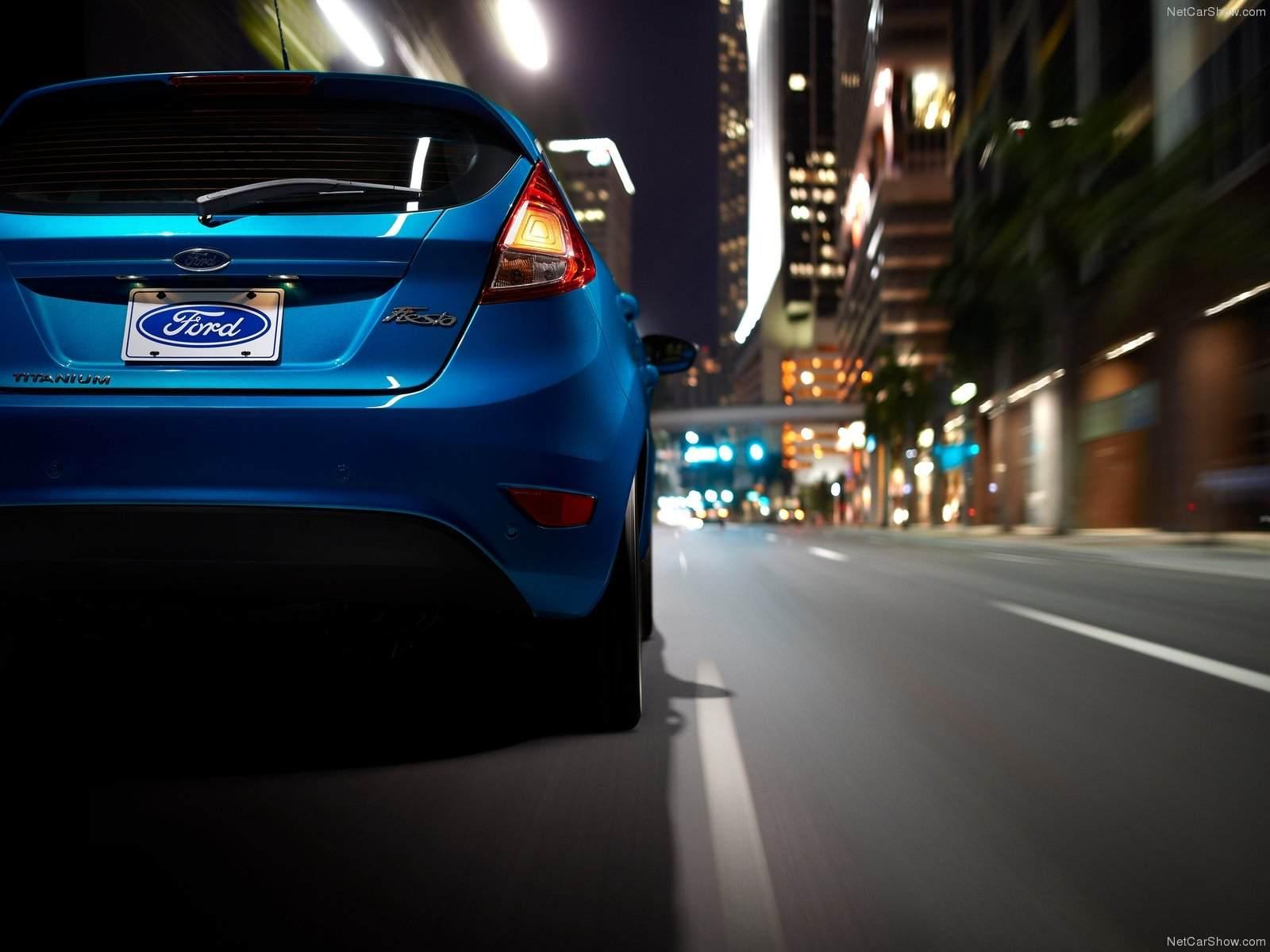 Ford-Fiesta_2014_1600x1200_wallpaper_19