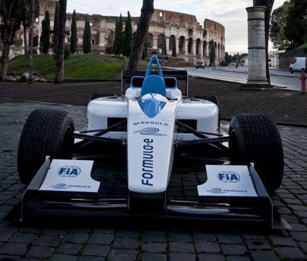formula-e-race-car-on-the-streets-of-rome_100414109_l