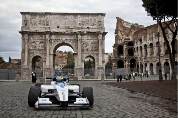 formula-e-race-car-on-the-streets-of-rome_100414112_l