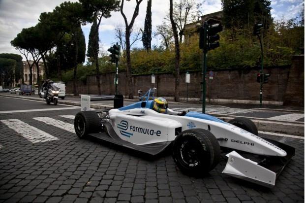 formula-e-race-car-on-the-streets-of-rome_100414113_l