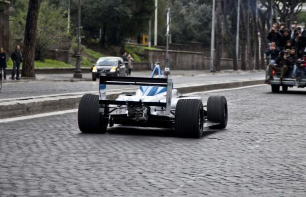 formula-e-race-car-on-the-streets-of-rome_100414114_l