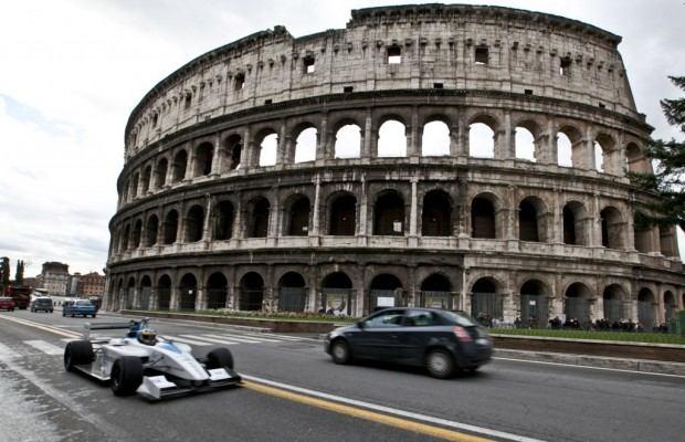 formula-e-race-car-on-the-streets-of-rome_100414115_l