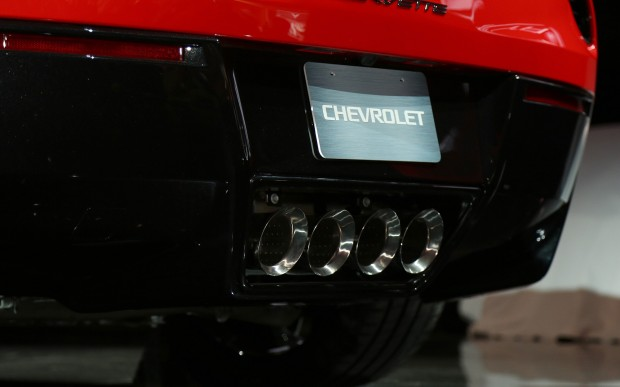 2014-chevrolet-corvette-live-reveal-exhaust
