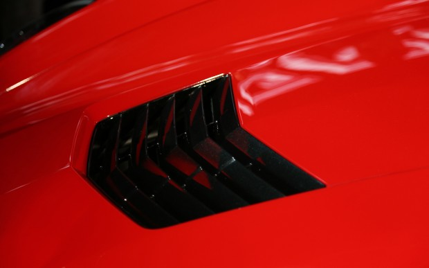 2014-chevrolet-corvette-live-reveal-hood-vent