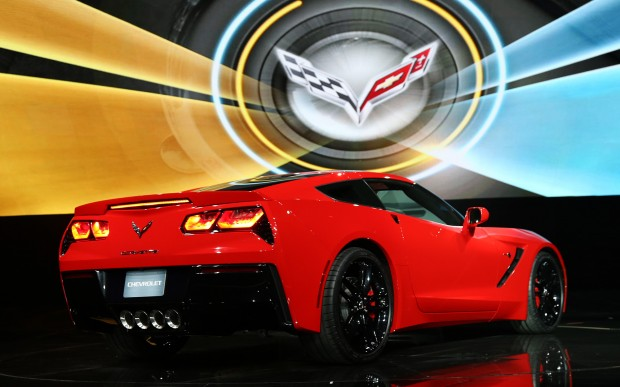 2014-chevrolet-corvette-live-reveal-passenger-side-rear