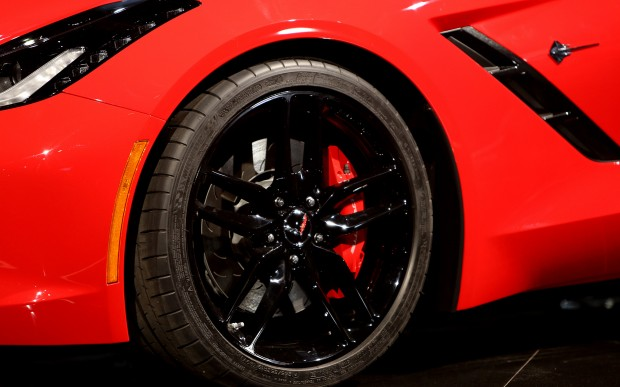 2014-chevrolet-corvette-live-reveal-rim