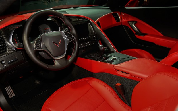 2014-chevrolet-corvette-live-reveal-stingray-interior