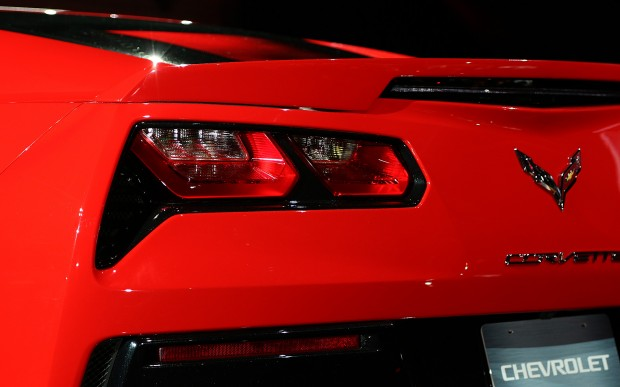 2014-chevrolet-corvette-live-reveal-taillight