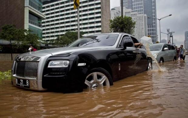 Rolls-Royce-Ghost-1_thumb[3]