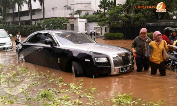 Rolls-Royce-Ghost-7_thumb[2]