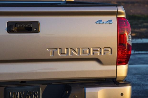 2014-Toyota-Tundra-21[2]