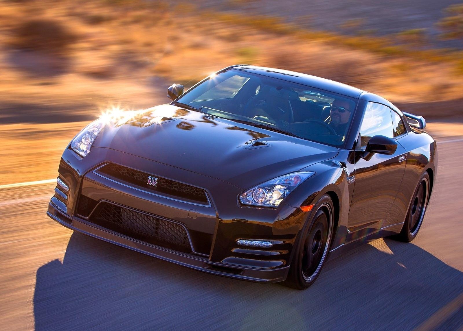 Nissan-GT-R_Track_Edition_2014_1600x1200_wallpaper_05