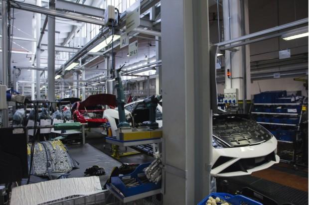 lamborghini-factory-in-santagata-bolognese_100418734_l