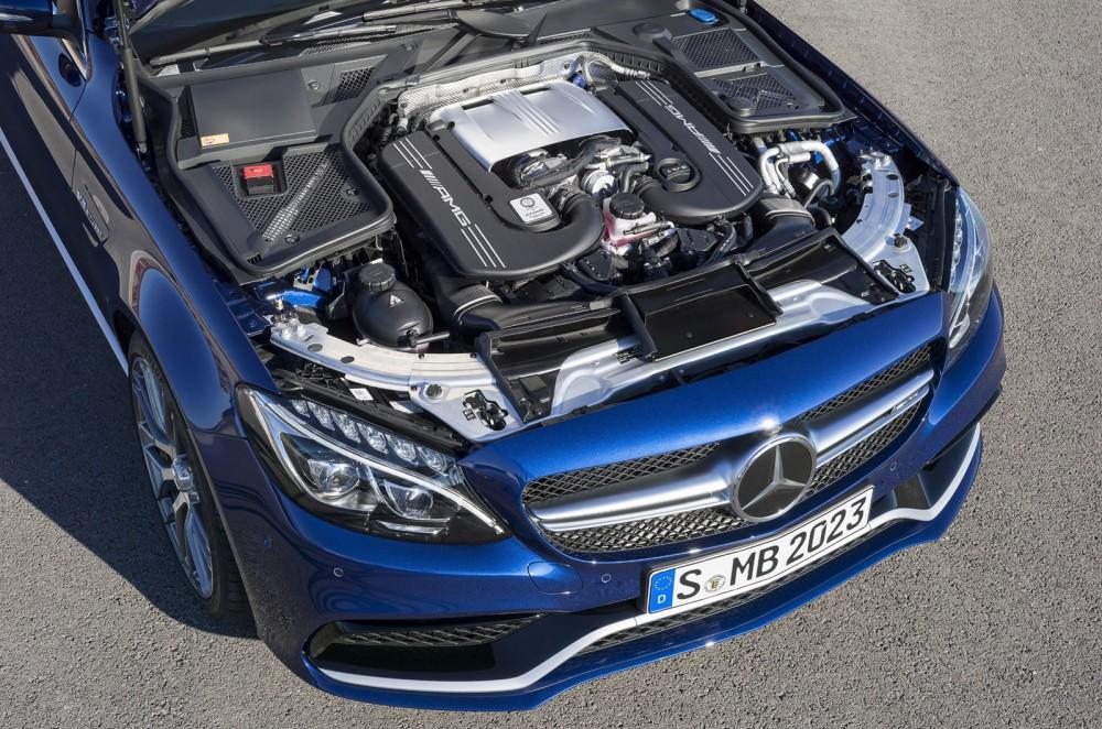 2015-Mercedes-C63-AMG-16