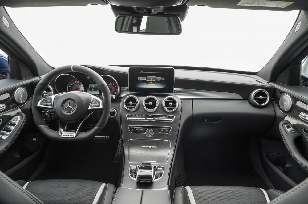 2015-Mercedes-C63-AMG-18