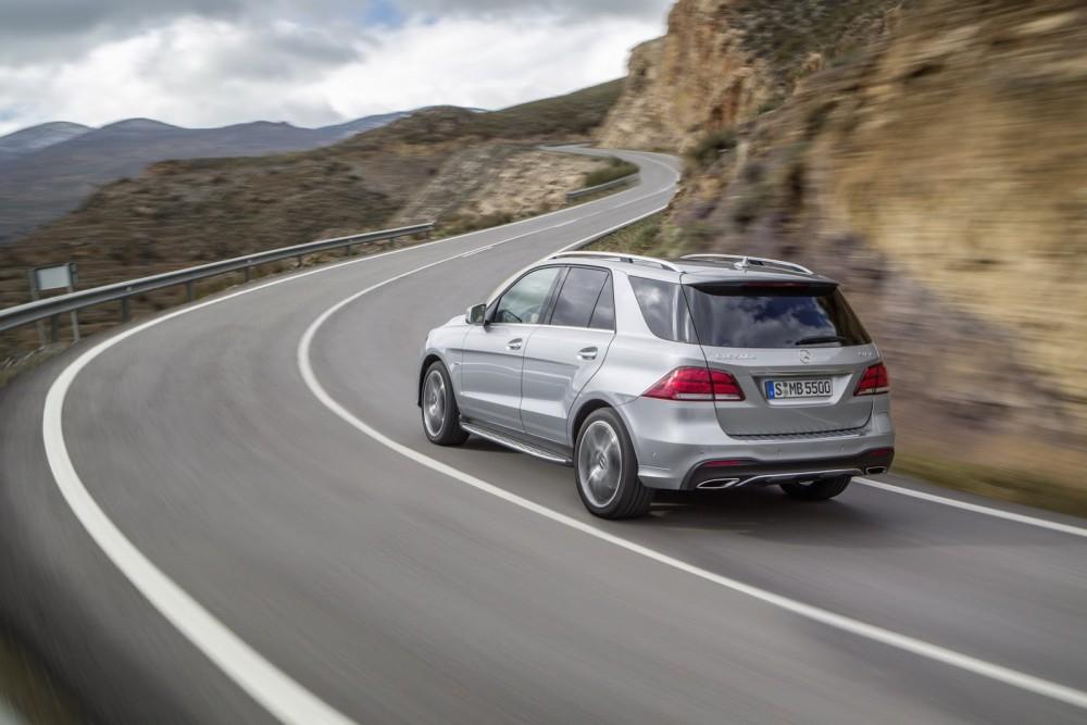 2016-Mercedes-Benz-GLE-10