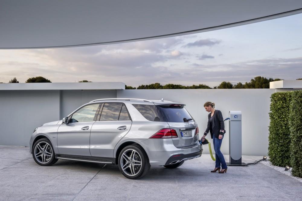 2016-Mercedes-Benz-GLE-12