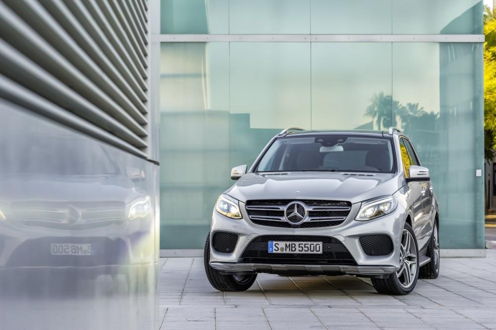 2016-Mercedes-Benz-GLE-16