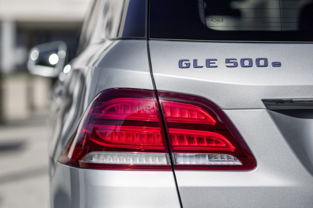 2016-Mercedes-Benz-GLE-17