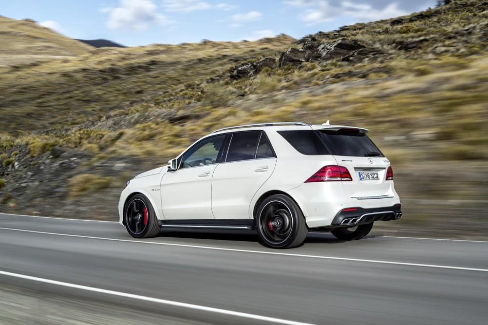 2016-Mercedes-Benz-GLE-29