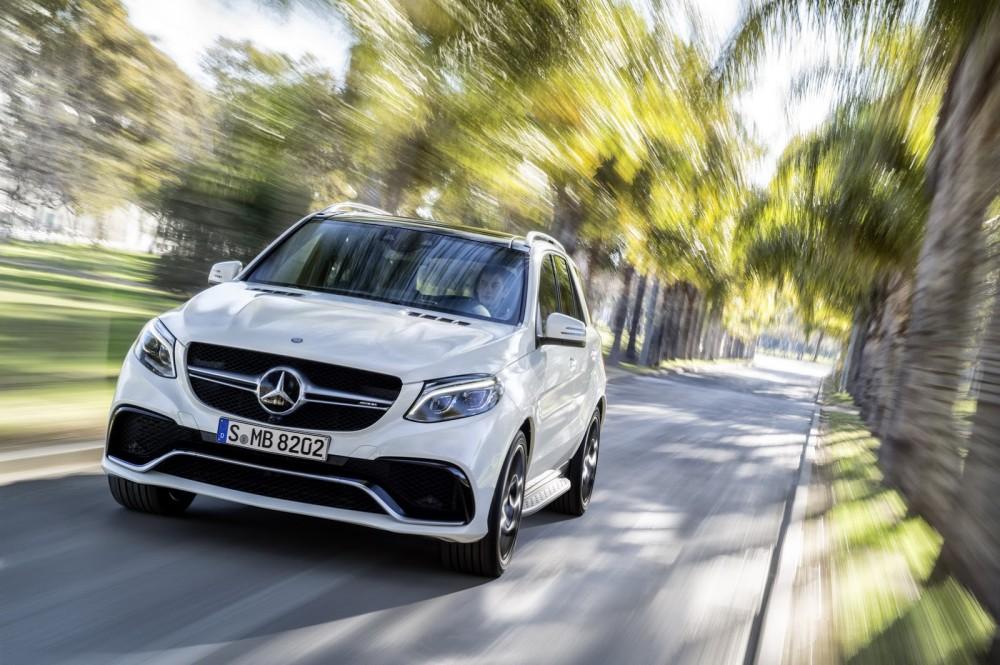 2016-Mercedes-Benz-GLE-30