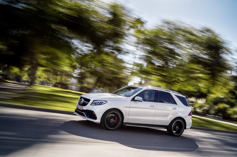 2016-Mercedes-Benz-GLE-31