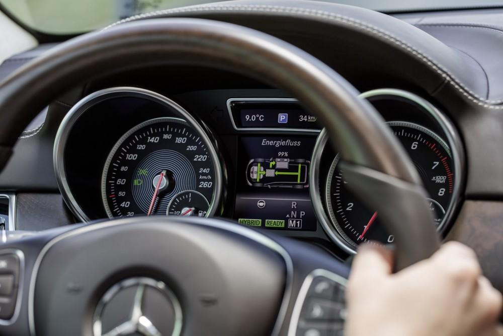 2016-Mercedes-Benz-GLE-35