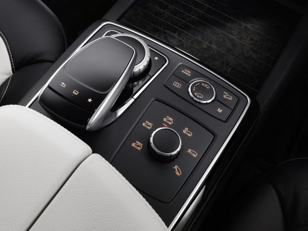 2016-Mercedes-Benz-GLE-52