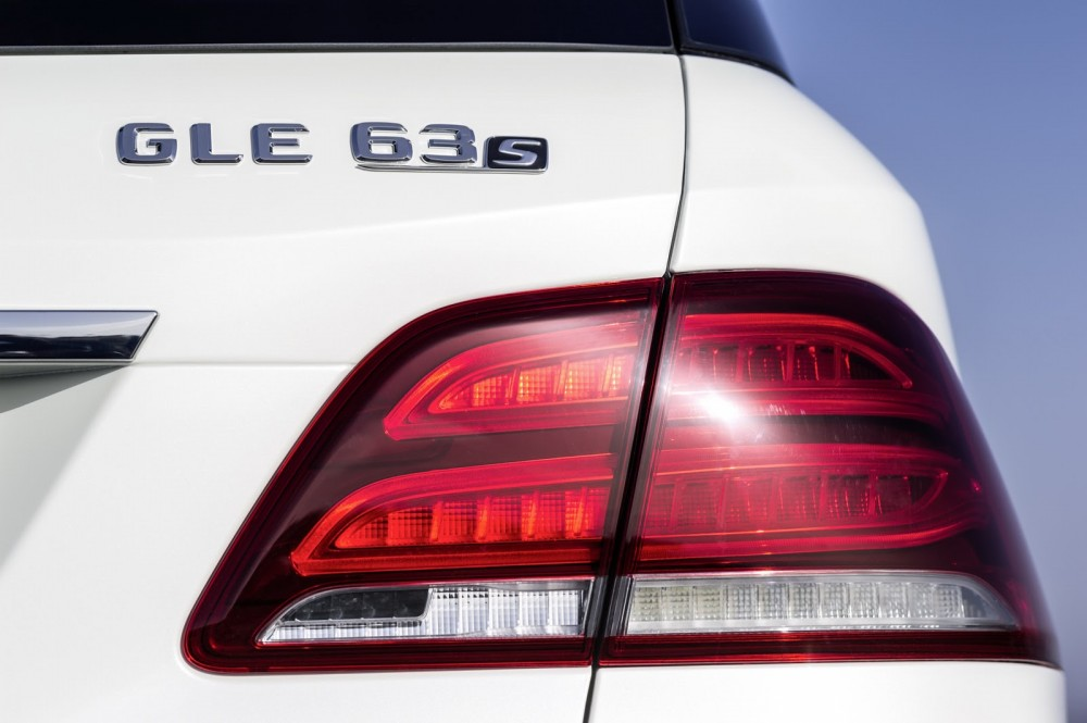 2016-Mercedes-Benz-GLE-66