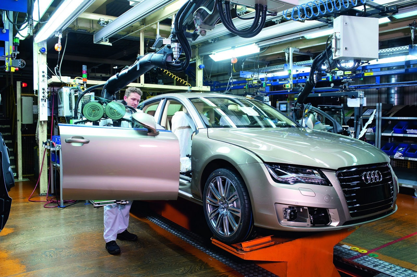Audi-A7-Sportback-Production-Neckars[1]