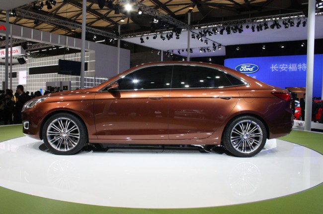 010-ford-escort-concept-shanghai