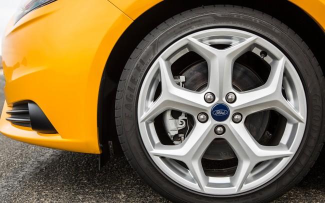 2013-Ford-Focus-ST-wheel