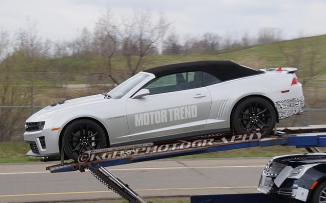 2014-Chevrolet-Camaro-ZL1-convertible-spy-shot-left-side-1
