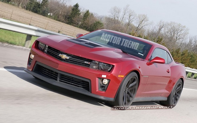 2014-Chevrolet-Camaro-ZL1-coupe-spy-shot-left-front-1