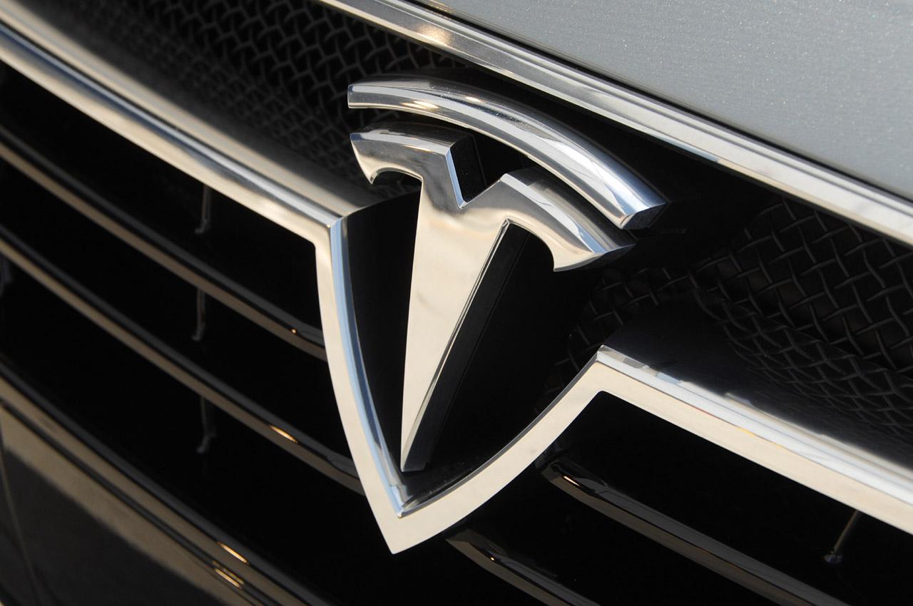 tesla-model-s-emblem