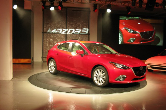 2014-Mazda3-front-three-quarters