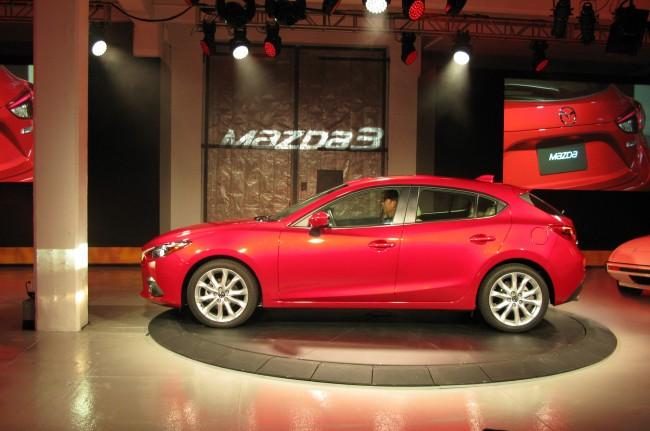 2014-Mazda3-side