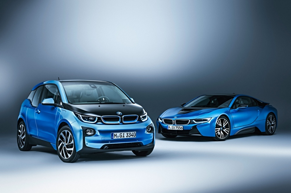 2017-BMW-i3-with-i8-Supercar