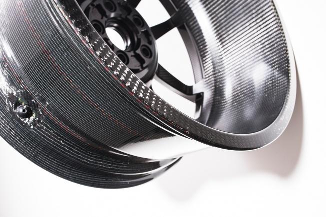 Ford-GT-carbon-fiber-wheels-11
