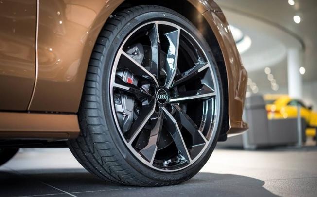 Zanzibar-Brown-Audi-RS7-5